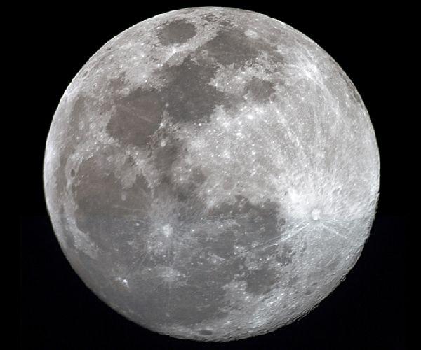 Utazz Holddal.